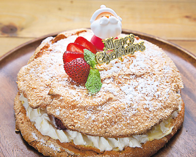 ケーキ型なしでOK!さくふわビスキュイクリスマスケーキ